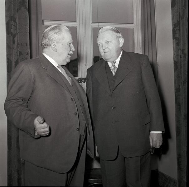 Discussion between Joseph Bech and Ludwig Erhard at the second meeting of the ECSC Special Council of Ministers (Luxembourg, 1 and 2 December 1952)