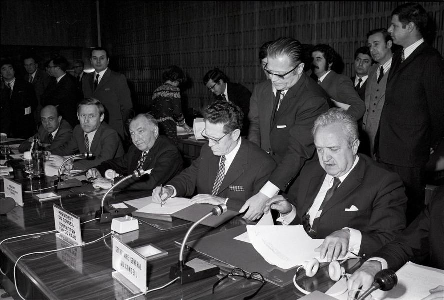 Signing of Regulation (EEC) No 907/73 of the Council establishing the European Monetary Cooperation Fund (Luxembourg, 3 April 1973)