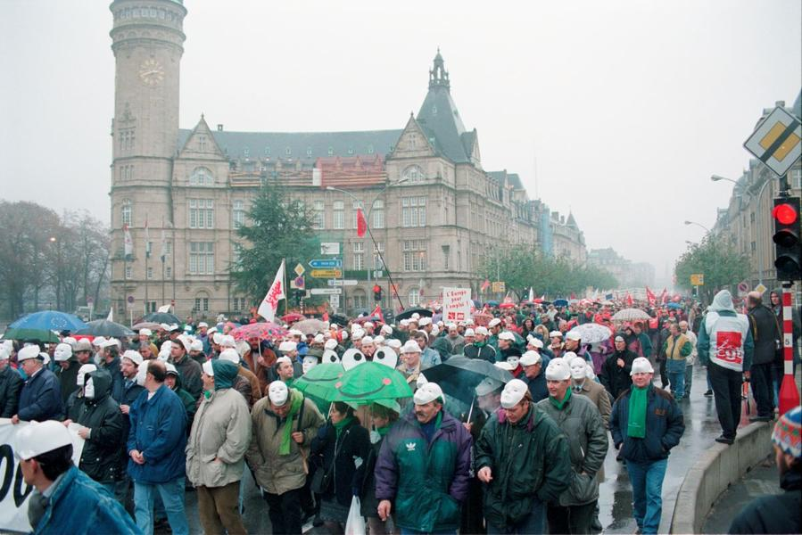 Demonstration against unemployment at the Luxembourg European Council (20 November 1997)